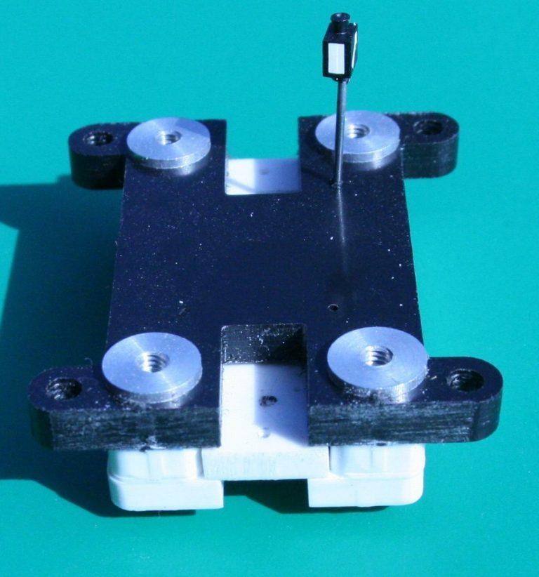 Hier ist die Lage des Schiebers zu sehen, der die Laterne dreht. Der Verfahrweg ist größer als 1 cm.